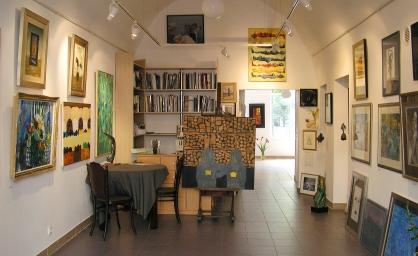 Wnętrze galerii.jpg